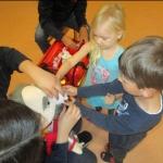 Dr. Tom besucht die Schulkinder in der Kita St.Evergislus